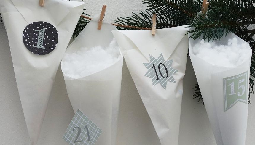 Der fertige Adventskalender aus Toppits® Butterbrotpapier