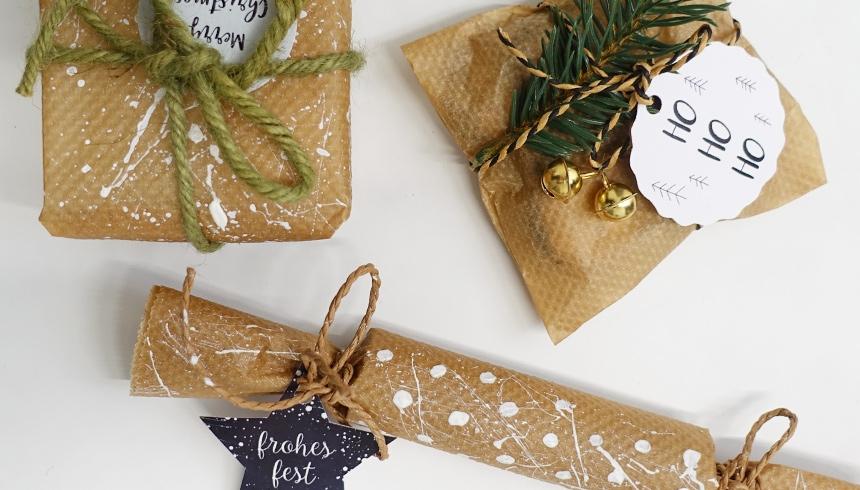 Schlicht & schön: In Backpapier verpackte Geschenke