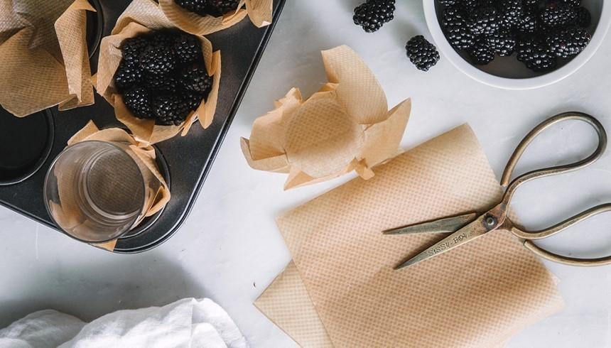 So werden aus Toppits® Backpapier tolle Muffin-Förmchen.