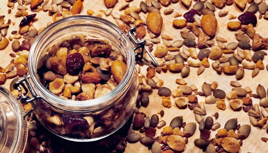 Leckeres selbstgemachtes Granola im Glas.