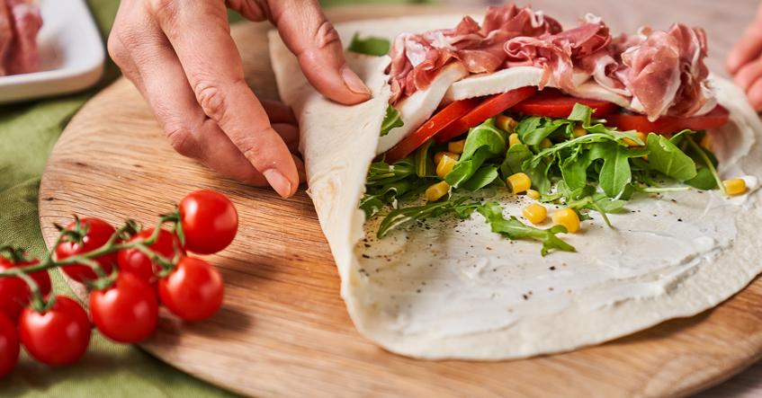 Sommer-Rezept: Wrap nach italienischer Art mit Mozzarella, Rucola und Prosciutto.