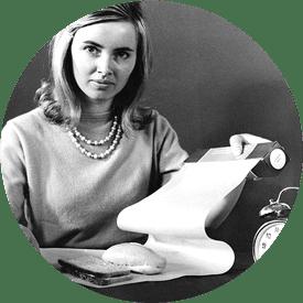 Frau mit dem ersten Butterbrotpapier