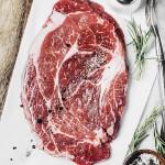 Frisches Fleisch mit Gewürzen